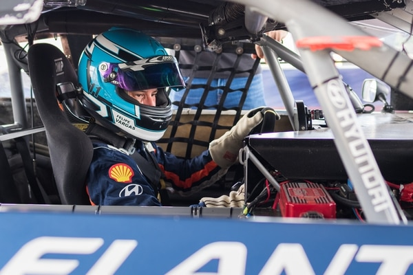 Felipe Vargas intentará ayudar a su amigo Danny Formal, a ganar el campeonato del CTCC por segundo año consecutivo para la escudería Hyundai Claro. Cortesía: CTCC