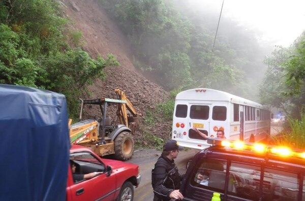 La ruta entre Puriscal y Turrubares se mantiene cerrada a la altura del sector de El Tajo en Grifo Alto de Puriscal.