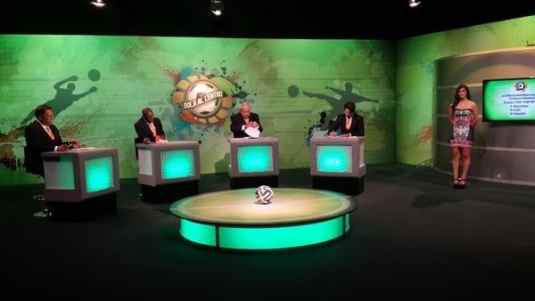 El experimentado periodista deportivo, Javier Rojas González, volvió este lunes a la televisión en Cabletica.