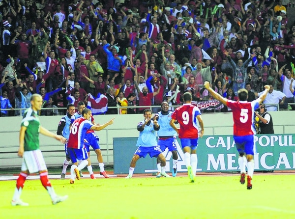 Este fue uno de los momentos más significativos de la eliminatoria: Álvaro Saborío anota el gol del triunfo contra México en el Nacional.