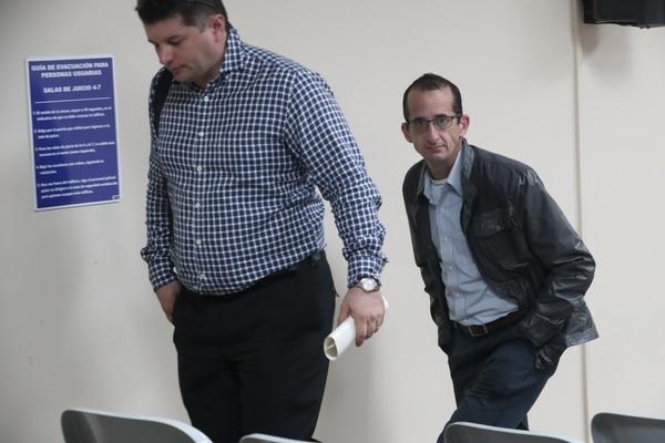 El padre del niño sacado ilegalmente del país, Rodrigo Orlich (derecha), dijo estar descontento con la sentencia dictada por la juzgadora.
