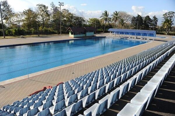 La piscina María del Milagro París cumple aspectos básicos para la realización de eventos. Uno importante es que posee más espacio para los espectadores que el resto de reductos. Fotografía: Melissa Fernández.