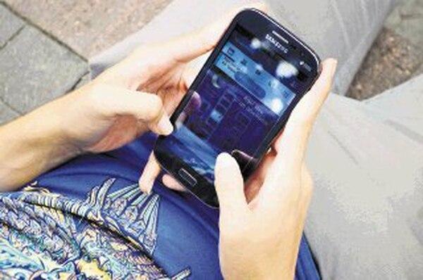 Hoy, los clientes prepago pagan ¢0,0075 por cada kilobyte que descargan en sus celulares, que se convierten en ¢0,0085 al sumar el impuesto de ventas. El 83% de las líneas activas en el país son prepago.   ALEXÁNDER CARAVACA.