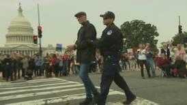 Actor Ted Danson es arrestado en el Capitolio tras apoyar causa de Jane Fonda