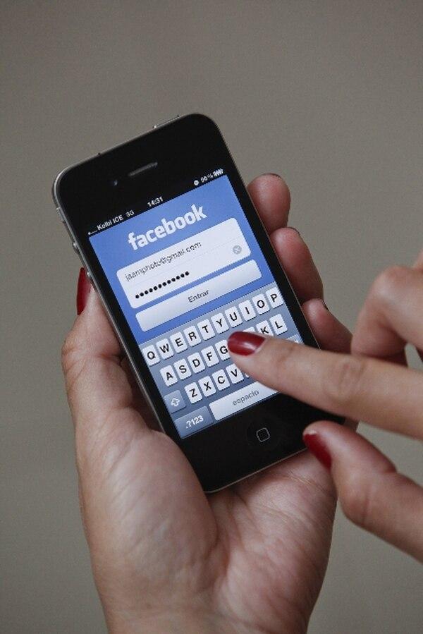 Las redes sociales están cada vez más presentes en el país debido al acceso que tienen las personas a través de sus teléfonos. | ARCHIVO.