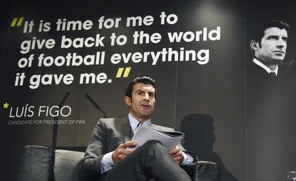Luis Figo presentó el programa en el que se basa su candidatura a la presidencia de la Federación Internacional de Fútbol (FIFA), en el Wembley Stadium de Londres.