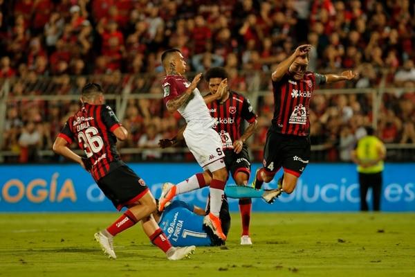 Alajuelense se olvidó de atacar y generar fútbol en el clásico. Foto: Mayela López