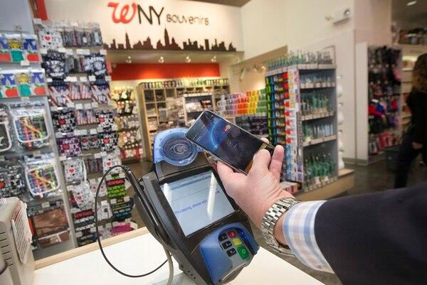 Para construir un sistema de pagos móviles en comercios, los datáfonos deben adaptarse a la tecnología de transacciones por contacto. Los nuevos módulos son similares al que aparece en la fotografía. | CORTESÍA DE MASTERCARD