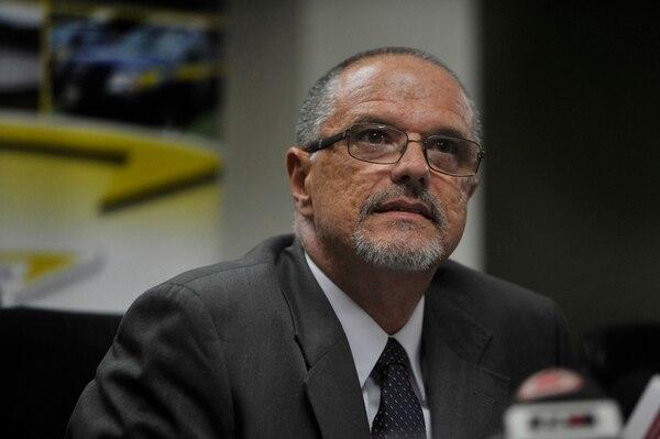 Mauricio Salom fue presentado ayer como el nuevo jerarca del Consejo Nacional de Vialidad (Conavi). El funcionario aprovechó para anunciar que en tres meses se darían cambios en esa institución. | RAFAEL MURILLO.