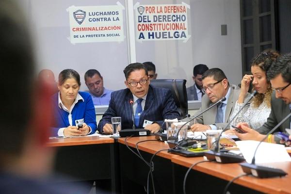 El presidente de ANDE, Gilberto Cascante, compareció este martes ante la Comisión de Asuntos Sociales de la Asamblea Legislativa.
