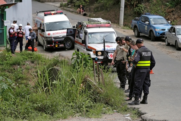 Entre los casos más sonados del 2014 estuvo la muerte de tres sujetos que fueron encontrados el 18 de noviembre pasado en el cauce del río Damas, en Patarrá de Desamparados, San José. Ese cantón se vio afectado por una ola de violencia.   ARCHIVO