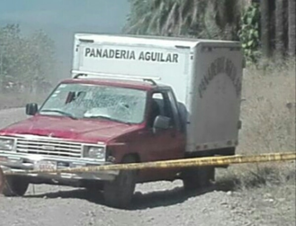 El vehículo que conducía la víctima presenta impactos en el parabrisas. Foto de Alfonso Quesada