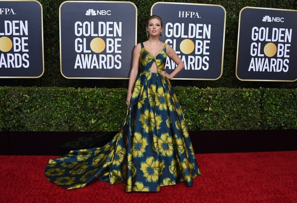Taylor Swift presumió su belleza y estilo en la alfombra roja de los Golden Globe. Fotografía: Jordan Strauss/AP.
