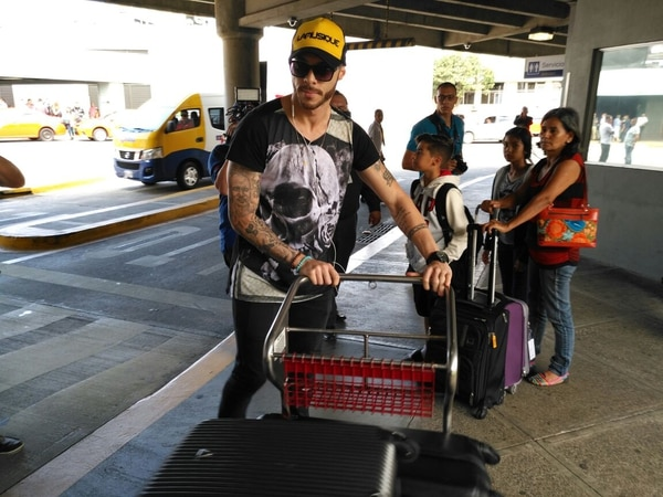 Henrique Moura a su llegada a Costa Rica, la mañana de este jueves.