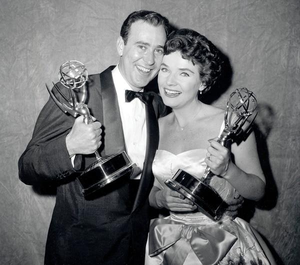 Galardonada. En 1958, Bergen consiguió su premio Emmy. En la fotografía aparece junto al actor y comediante Carl Reiner. AP