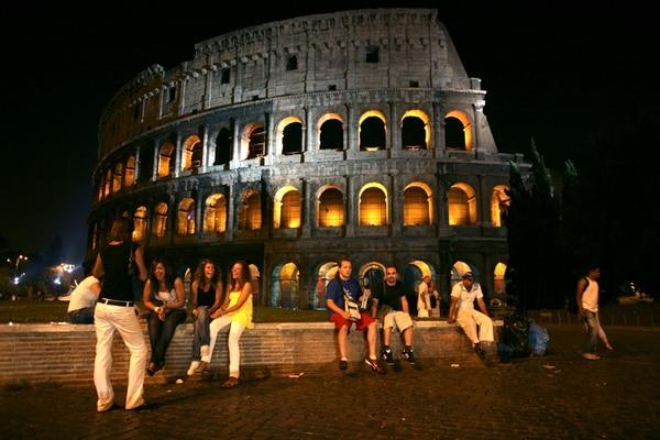El Coliseo es uno de los sitios más visitados en Roma es una de las ciudades más visitadas por viajeros que pasean por Europa. | TYLER HICKS/ THE NEW YORK TIMES
