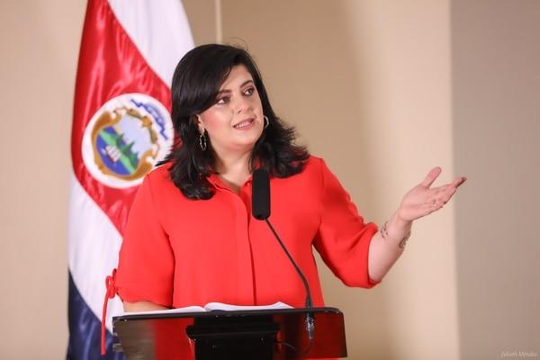La ministra de Planificación, Pilar Garrido, indicó que por un principio de legalidad, la reducción salarial de los jerarcas del sector público debe también aprobarse a través de un presupuesto extraordinario. Foto: Casa Presidencial para LN.