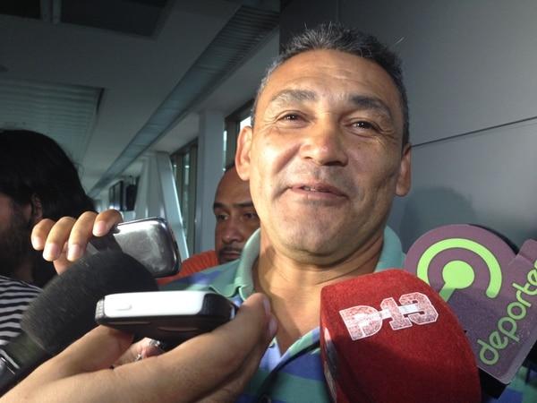 Freddy Navas despidió a su hijo en el aeropuerto