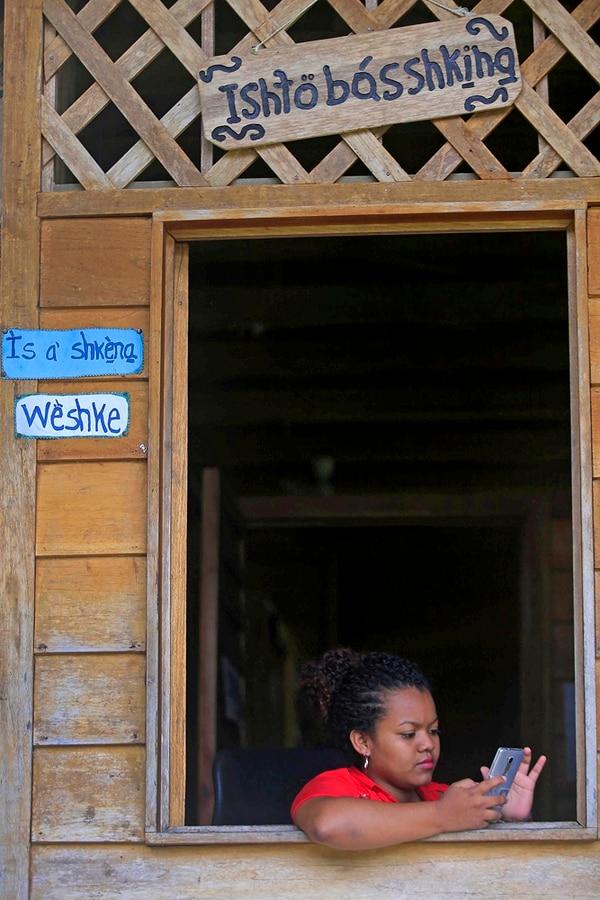 El colegio se preocupa porque los estudiantes estén en contacto constante con su cultura.