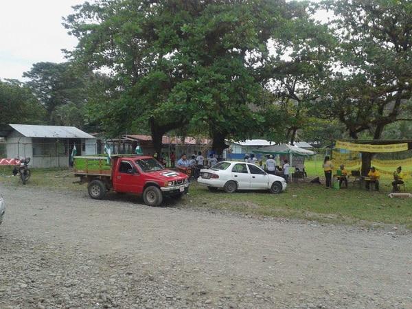 Centro de votación en el distrito Bratsi en Shiroles de Talamanca
