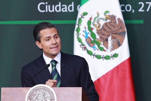 El presidente de México, Enrique Peña Nieto, habla hoy, jueves 27 de noviembre de 2014, durante un mensaje a la nación emitido en el Palacio Nacional, en la capital.