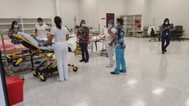 Hospitales acondicionan bodegas y salones para abrir más espacio a enfermos de covid-19