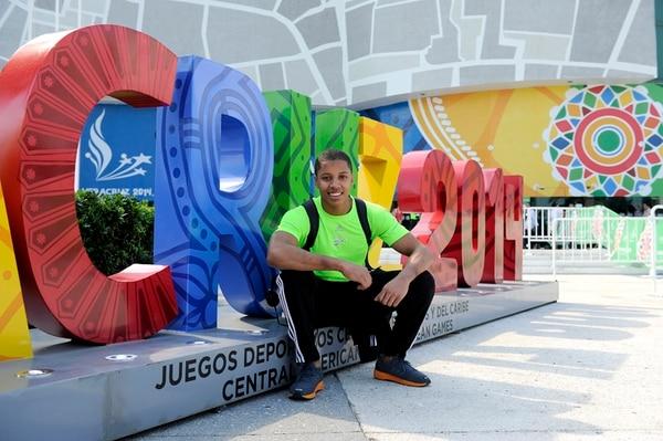 Tarik Soto el día que llegó a los Juegos Centroamericanos y del Caribe en Veracruz, en 2014. Foto: Melissa Fernández / Archivo LN