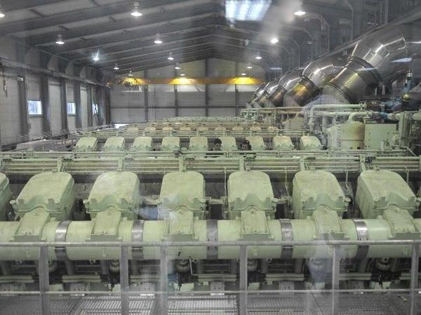 Vista de la sala de motores de la Planta Térmica del ICE en Garabito, Puntarenas; la principal del país con 200 megavatios de potencia instalada de generación a base de combustibles fósiles. Marvin Caravaca