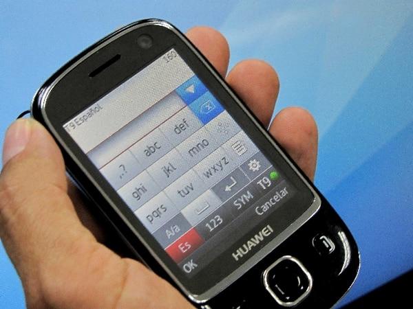 Los clientes pueden realizar consultas sobre mensajes sospechosos al número gratuito 800-denuncie (800-33686243). | ARCHIVO.