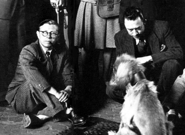 Albert Camus junto a Jean-Paul Sartre.