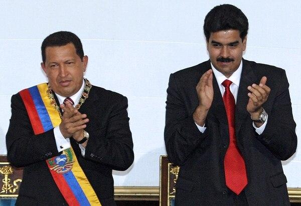 Nicolás Maduro (der.) creó el viceministerio de Suprema felicidad del pueblo en honor al fallecido presidente de Venezuela, Hugo Chávez.
