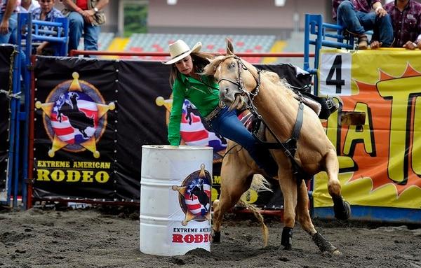 La competencia de carrera de barriles a caballo se realizará en La Caraña, en Santa Ana, el sábado 8 de julio a partir de las 2 p. m.