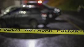 Dos jóvenes mueren asesinados a balazos dentro de vehículo en bajo los Anonos