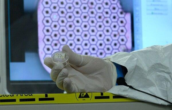 Este implante es diseñado por la empresa Pixium Vission.