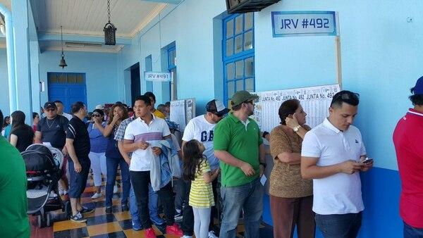 En la última encuesta del CIEP antes de la segunda ronda, los candidatos obtuvieron un empate técnico: 43% a favor de Fabricio Alvarado, y 42% para Carlos Alvarado.