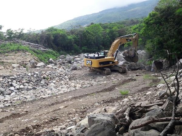 Trabajos de limpieza y canalización del río Cuipilapa y la quebrada Herrumbre en Bagaces, Guanacaste. Fotografía: Cortesía de Presidencia.