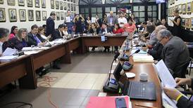 Diputados vuelven a eximir educación privada de pagar el IVA