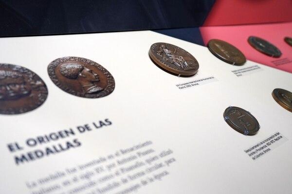 El recorrido permitirá a los visitantes conocer distintos aspectos sobre el origen y el uso que tienen los diferentes distintivos. Foto: Museos del Banco Central