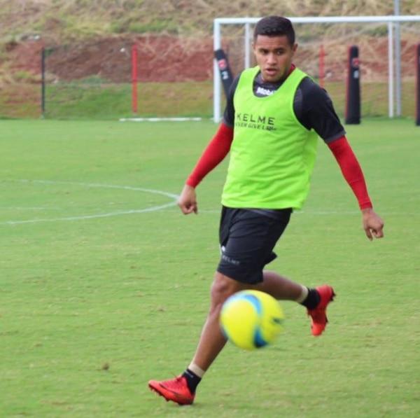 Róger Rojas volvió a entrenarse este viernes, después de varios de no hacerlo por lesión. Fotografía: Prensa Alajuelense
