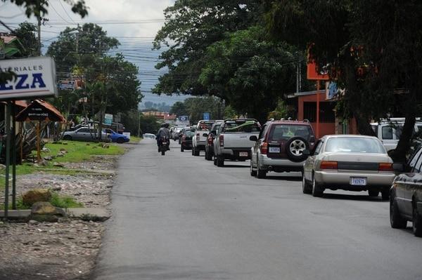 Por esta vía transitan unos 15.000 vehículos cada día, según un estudio de la Municipalidad de Alajuela.