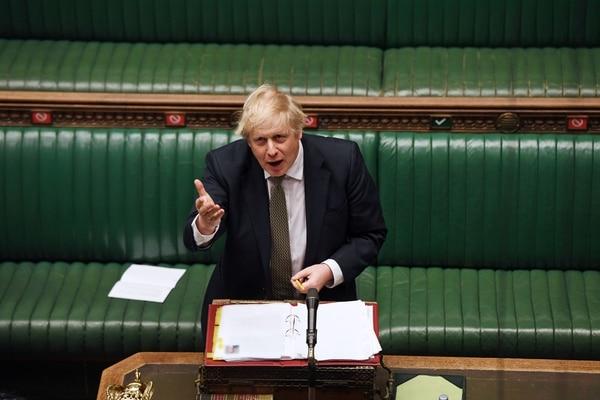 El primer ministro británico, Boris Johnson, asistió al turno de preguntas en la Cámara de los Comunes, en Londres, el 6 de mayo del 2020. Foto: AFP