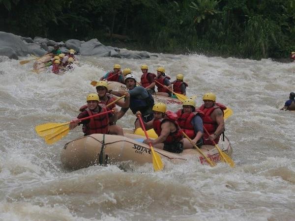 Ríos Tropicales ofrece dos días con hospedaje, transporte, comidas y rafting en el Pacuare por $185, o $139 si paga con MasterCard. | ARCHIVO