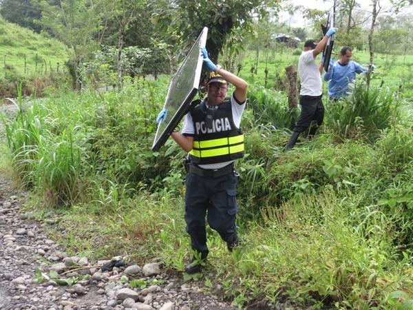 La Policía recuperó varios televisores de pantalla plana que estaban dañados, robados el 6 de agosto del Sky Trek, en La Fortuna.   CARLOS HERNÁNDEZ.