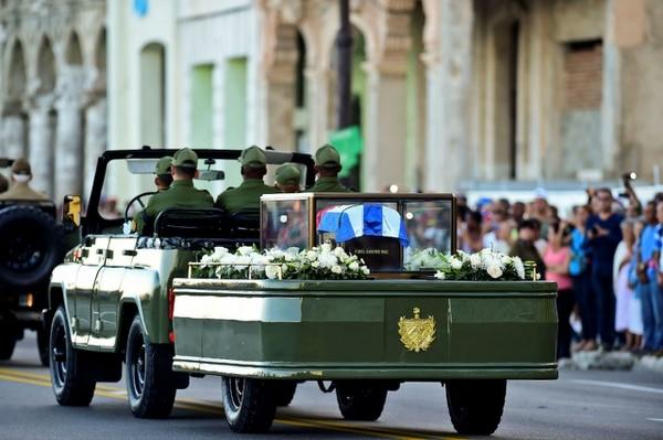 Las cenizas serán depositadas finalmente el 4 de diciembre en el cementerio de Santa Ifigenia en Santiago.