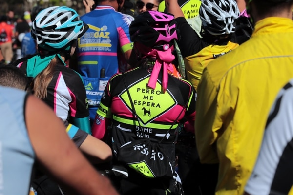 25/02/2018 Hoy una gran cantidad de ciclistas se reunieron en el parque la la Sabana en San José para hacer un recorrido hasta Tres Ríos donde hace mas de un año un chofer borracho mato a cuatro ciclistas.foto Alonso Tenorio