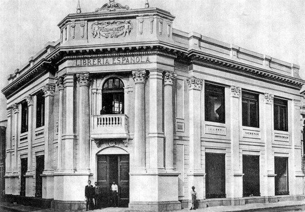 Librería Española de María viuda de Lines, en avenida central y calle 1. Edificio de clara estética neoclásica.