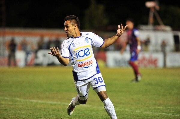 Camilo Aguirre, de Pérez Zele´don, es uno de los extranjeros que corre el riezgo de no jugar este fin de semana. / Archivo