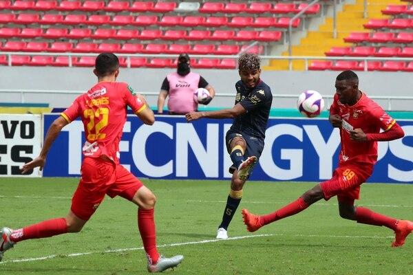 22/11/2020 Partido de reposici�n entre Heredia y Saprissa en el estadio Nacional con el marcador de 2-3 ( #7 Johan Venegas ) . foto Alonso Tenorio