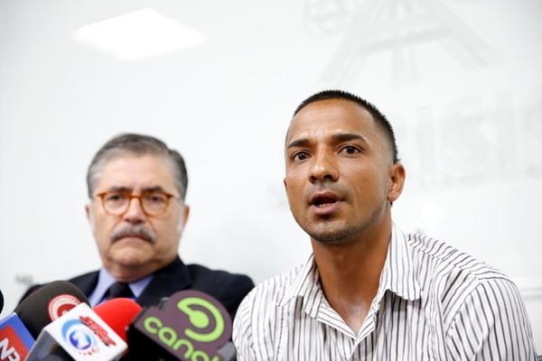 Jairo Fernández, de 33 años, relató ayer, en rueda de prensa, el sufrimiento vivido al ser condenado por violación siendo inocente.   ADRIÁN SOTO