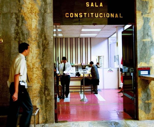Los diputados ya tramitan el nombramiento de dos magistrados propietarios de la Sala Constitucional, en sustitución de Luis Paulino Mora y de Ana Virginia Calzada.